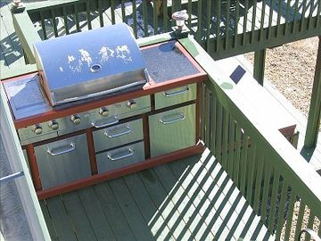 outdoor kitchen (on it's own deck right thru kitchen french doors).