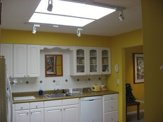 Shipyard villa photo - Ample, bright cheery kitchen is great