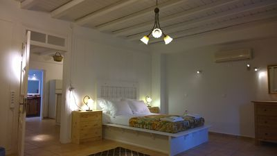 Tranquil setting, sleeps 9 in two separate apartments, Kamini Hydra Island