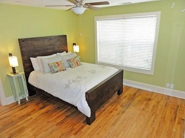 Amazing Bedroom Suite! Custom Cedar Queen Bed, Egyptian Linens, Natural Light...
