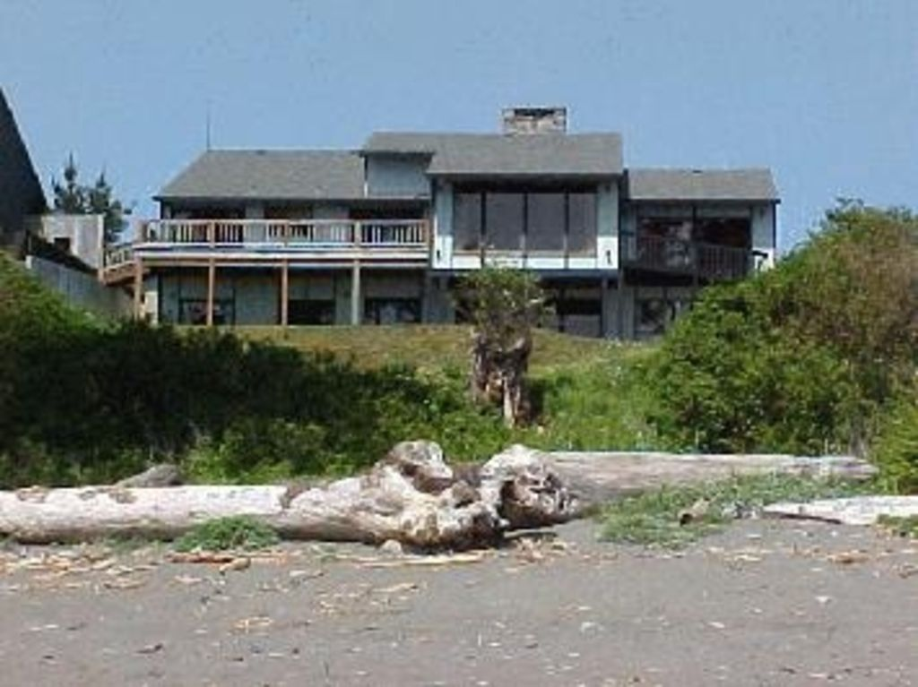 Pet friendly private trail to the beach 2 vrbo for Cabin rentals brookings oregon