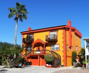 Deluxe 3-Bedroom Town home, Private Pool, Siesta Village-close to Crescent Beach