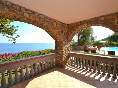 Sea view modern Italian style beach villa with swimming pool, garden and parking - Exclusive use of the Villa for family meetings. Daily maid service.