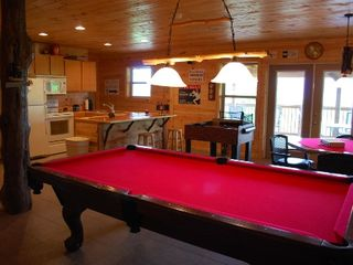 Helen cabin photo - Pool table