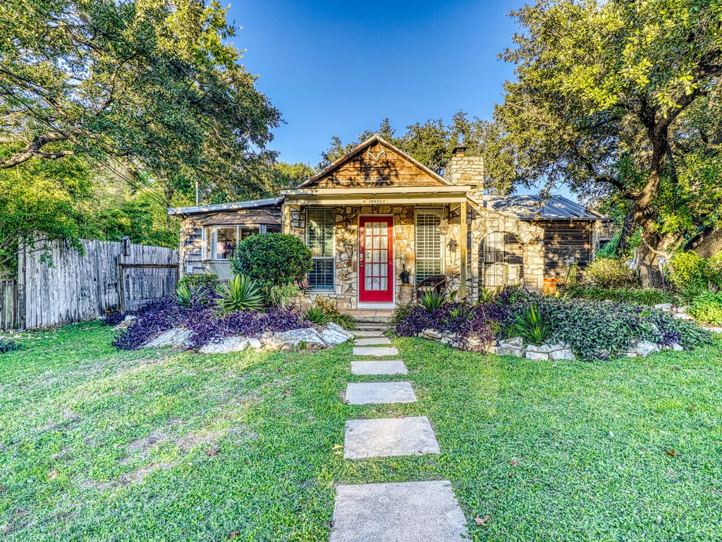 Western-themed, lakefront home w/private gas grill, lawn, & more – dogs ok!