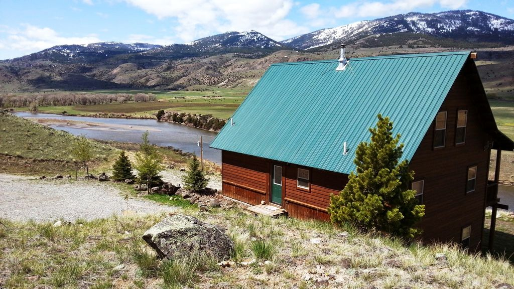 Elk Cabin On Yellowstone River 26 Miles