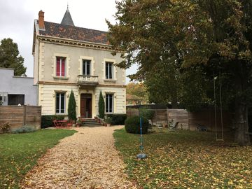 Townhouse with garden / Lyon and Beaujolais
