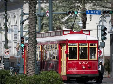Central Business District condo rental - Canal Trolly