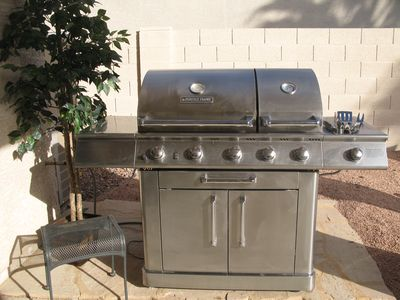 Top quality grill with searing zone to make your BBQ the best ever.