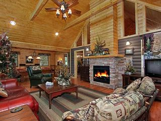 Pigeon Forge cabin photo - Comfortable, spacious, 2 way fireplace, 2nd seating area for 8-10 people