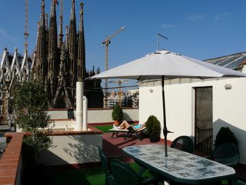 Sagrada Familia apartment rental - WHO HAS THIS IN BARCELONA?