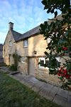 Cosy Cottage on a quiet street in Burford, the gateway to the Cotswolds