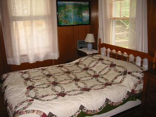 Lake Winnisquam cabin photo - Road-side bedroom (double bed)