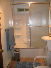 Shakopee cottage photo - Full bath