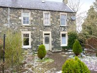 GARDEN FLAT, country holiday cottage in Peebles, Ref 22333