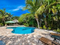 HUGE DISCOUNTS STEPS TO THE BEACH, AMAZING POOL WITH TIKI