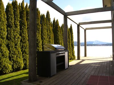 Wrap around deck w/ deluxe gas grill overlooking Lake Pend Orielle.