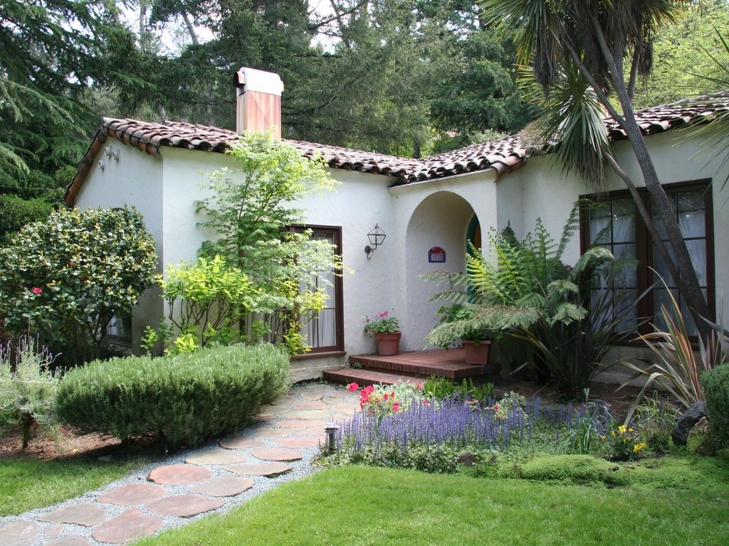 Mediterranean style wine country home in vrbo for Mediterranean country house
