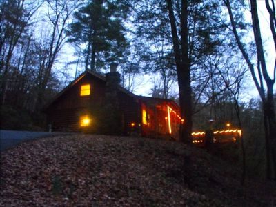 *Mystic Mountain Hideaway...2 & 1/2 Miles from Downtown Helen...Very Near River*