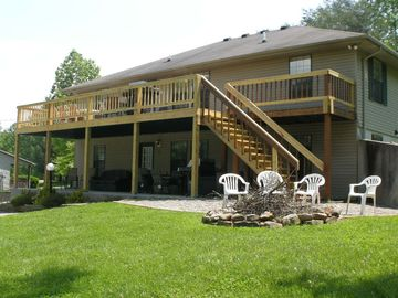 Monticello house rental - rear deck