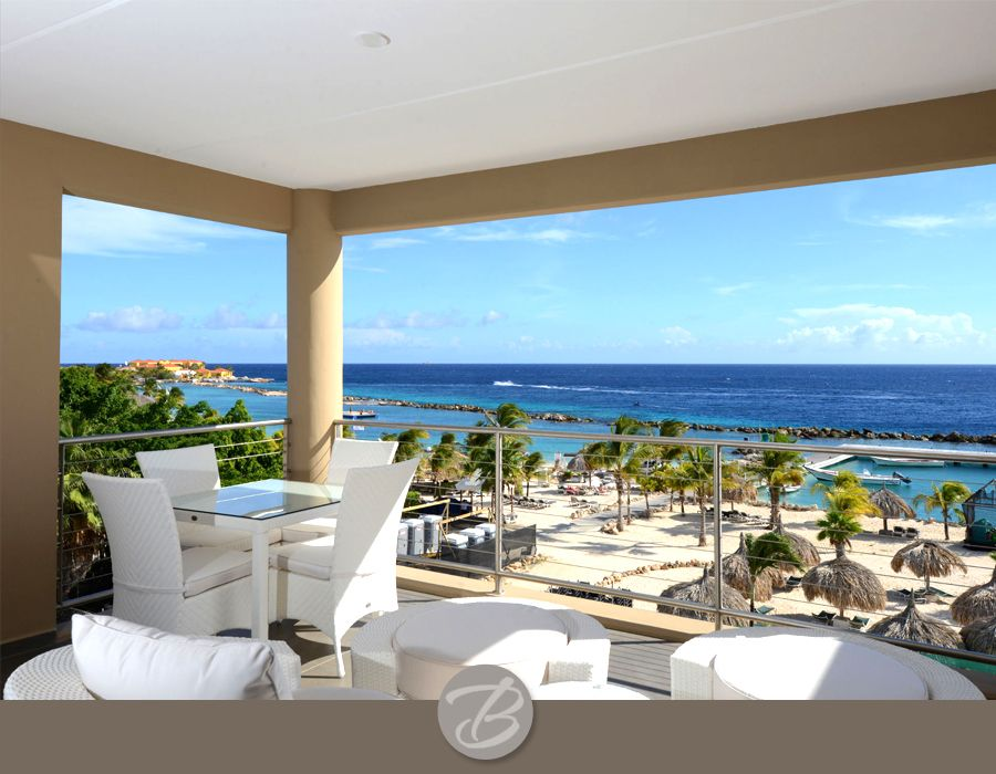 Amazing caribbean luxury with beach homeaway willemstad for Beach house view
