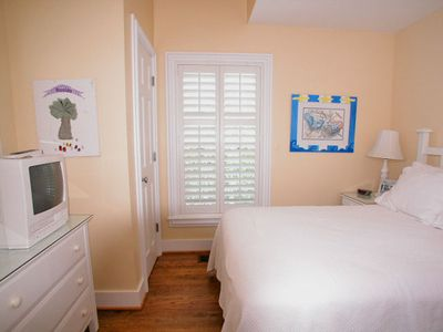 Fur, Fins and Feathers - Bedroom 3 - Cottage Rental Agency
