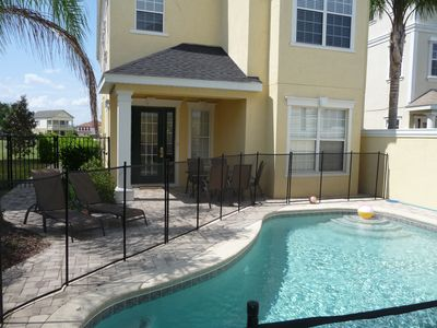 Courtyard, heated lighted pool w. spa, stainless steel grill, lounge chairs