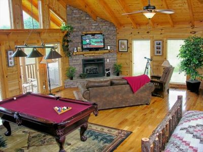"Stacked Rock Fireplace -- 42""Flat Screen TV -- Pool Table!!!"
