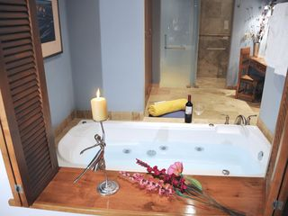 San Jose del Cabo condo photo - Another master bath with jetted tub, dressing table, walk in marble shower, WC
