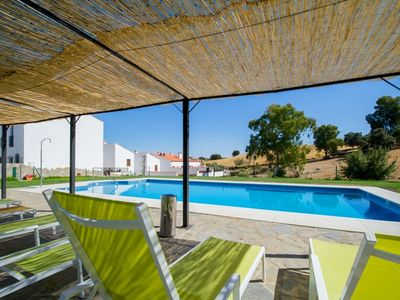 Spacious 4-bedroom house in Venta del Charco, Spain with a furnished terrace, spa and pool!