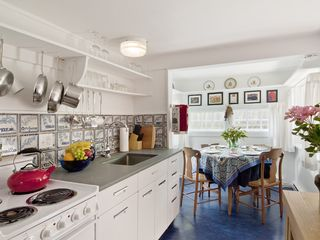 Woodstock studio photo - Herb Cottage: well-equipped country kitchen with a sunny dining nook