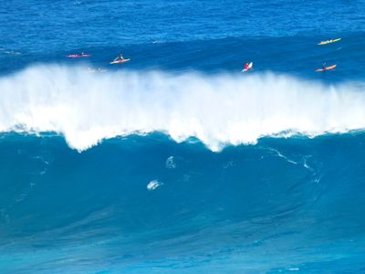 Jaws (10 min drive away) is one of the world's largest breaking waves