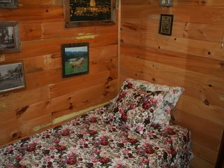 Woodstock lodge photo - The Rose Room - the only single bedroom