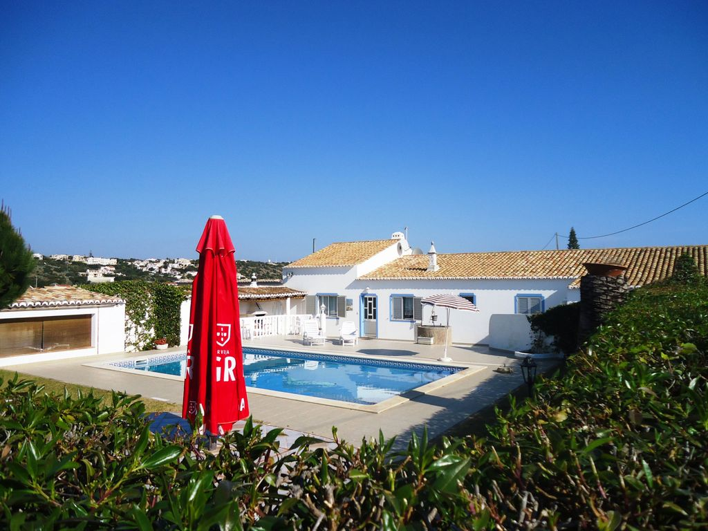 Cheap accommodation, 225 square meters, with pool