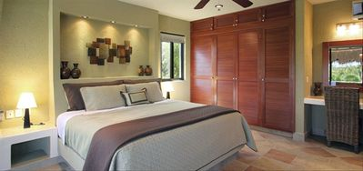 Sumptuous king-size master bedroom with private bathroom, terrace and plasma TV