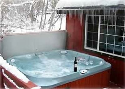 Big Hot Tub! Waterfall, Built-in Stereo, Foot Massage!