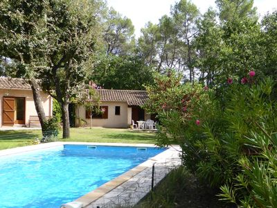Villa 7 seats and large pool for exclusive use in a fenced tennis