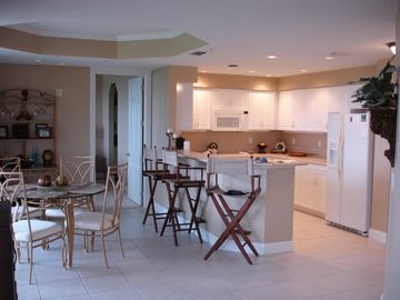 Light, bright and beautiful dining and kitchen area