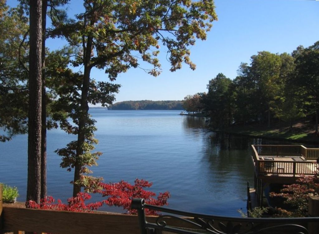 October specials lake front main lake view vrbo for Lake front view