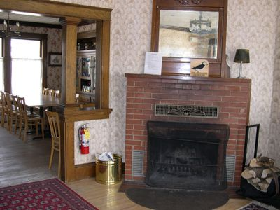 Bryant Pond / Christopher Lake house rental - Fireplace and dining room