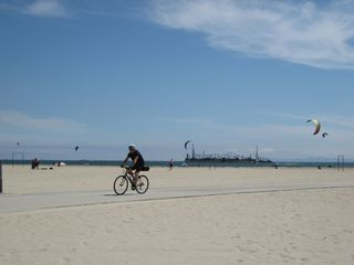 Long Beach apartment photo - Long Beach & bike path 3 blocks away. Kite flying is a popular activity here.