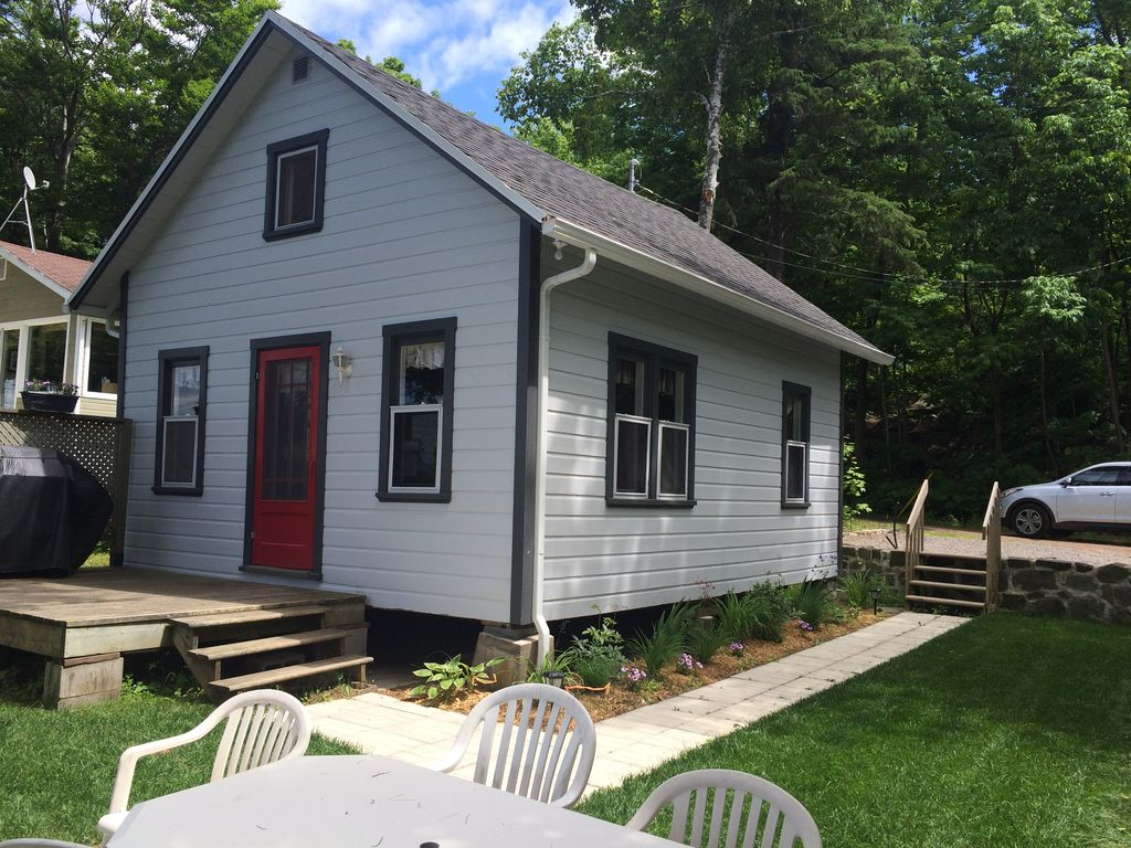 Cottage on the st lawrence river 10 minutes from quebec for Vacation cottage
