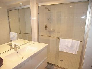 Sanibel Island condo photo - Guest bathroom