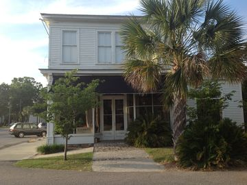 Port Royal townhome rental - Front of building, store is downstairs