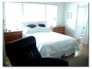 Los Angeles house photo - Master bedroom has Queen bed and private bath with tub.