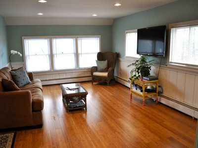 Charming condo, downtown Wolfeboro, 1-minute walk to lake, shops & restaurants