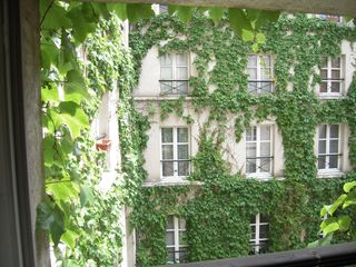 stone yard - 4th Arrondissement Pompidou Le Marais apartment vacation rental photo