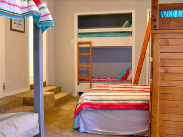 Bunk Room sleeps 8 w/27in LCD-DVD Flat Screen TV