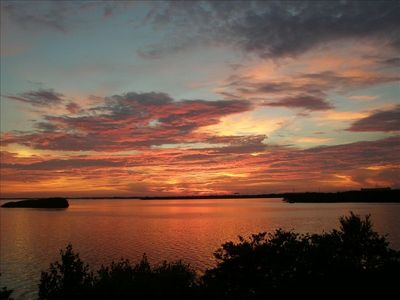 Spectacular sunsets! Seabird sanctuary, manatees & dolphins 20 feet away!