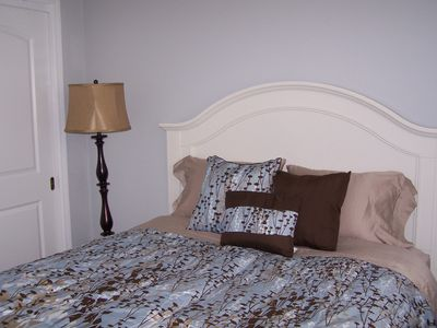 Guest bedroom, queen size bed